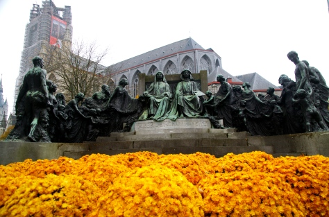 statue of the van Eyck brothers with groupies