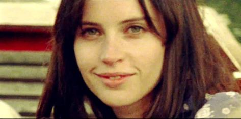 felicity-jones-in-the-theory-of-everything-movie-3